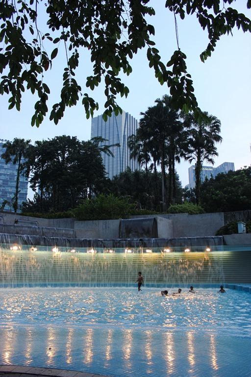 image de la cascade dans le parc des Petronnas Twin Towers