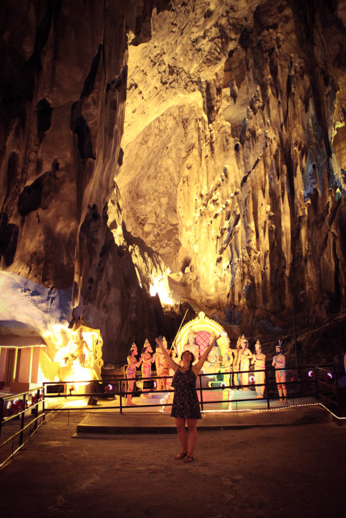 Imaga d'une femme dans une Batu Caves