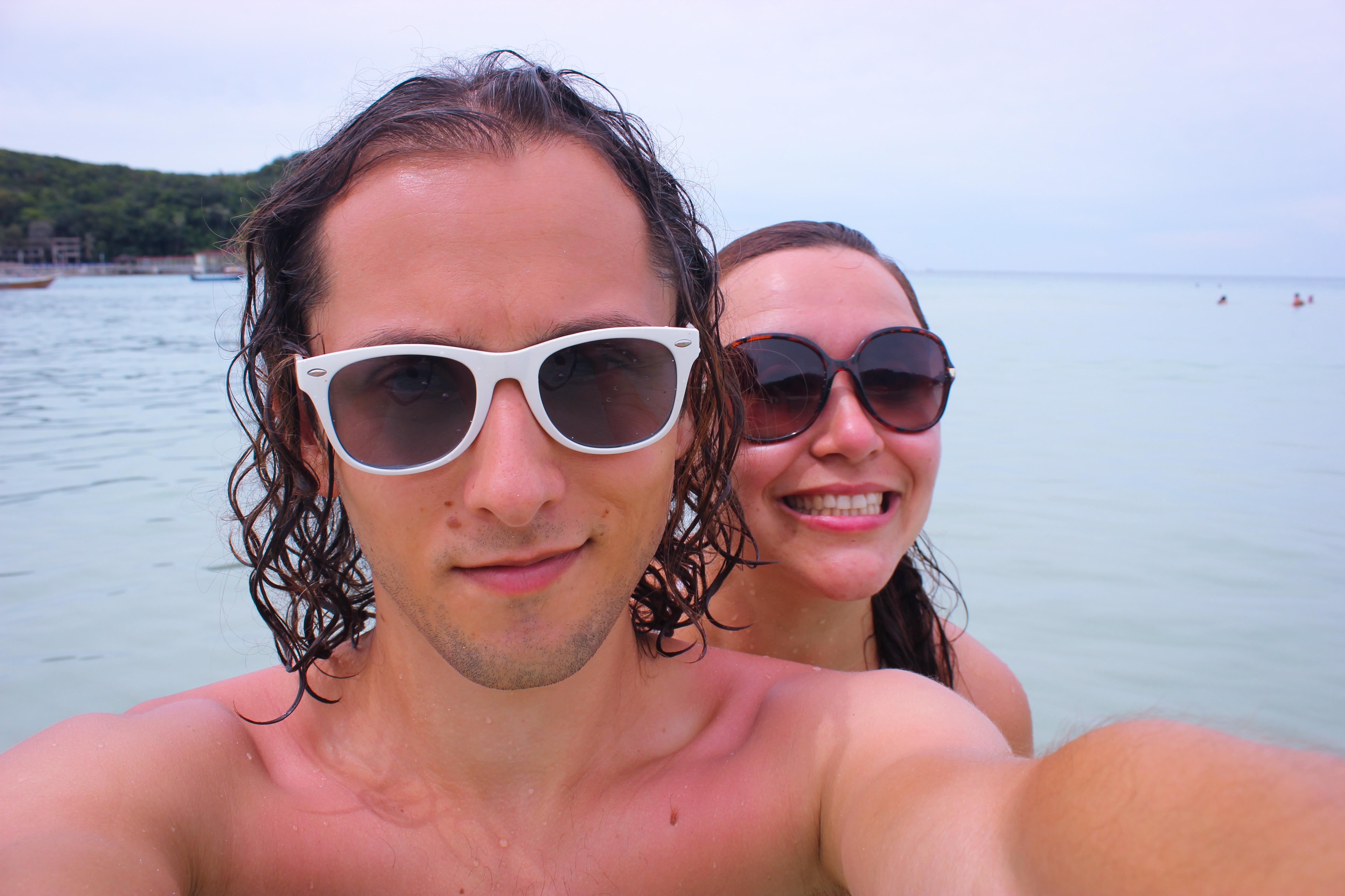 Image d'un couple plage de Pulau kecil