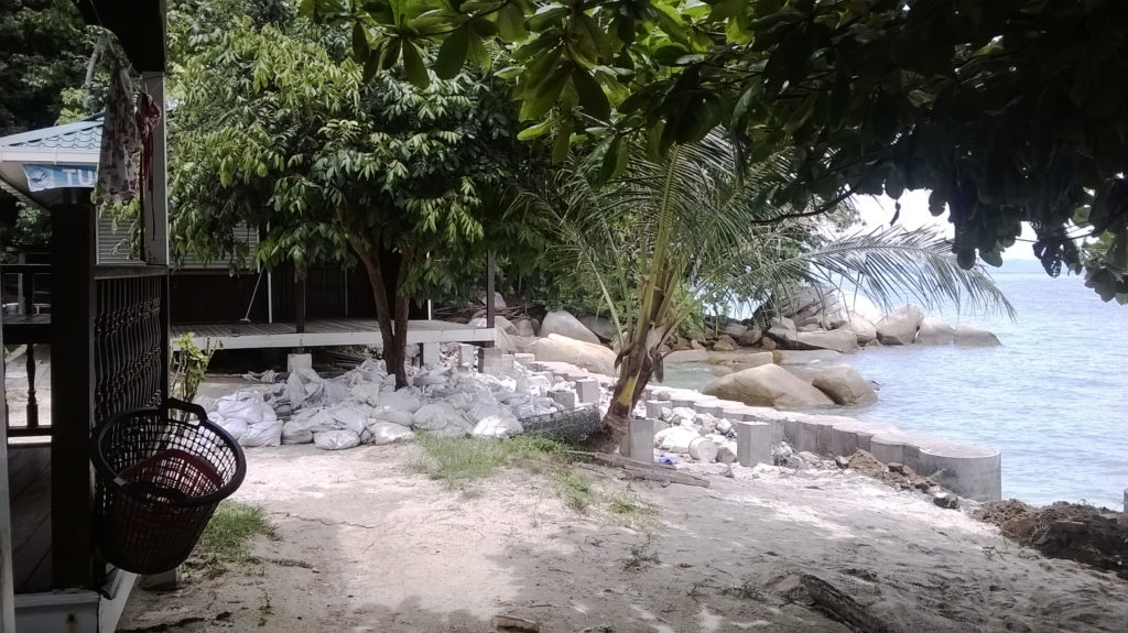 Image de sac sur la plage principale