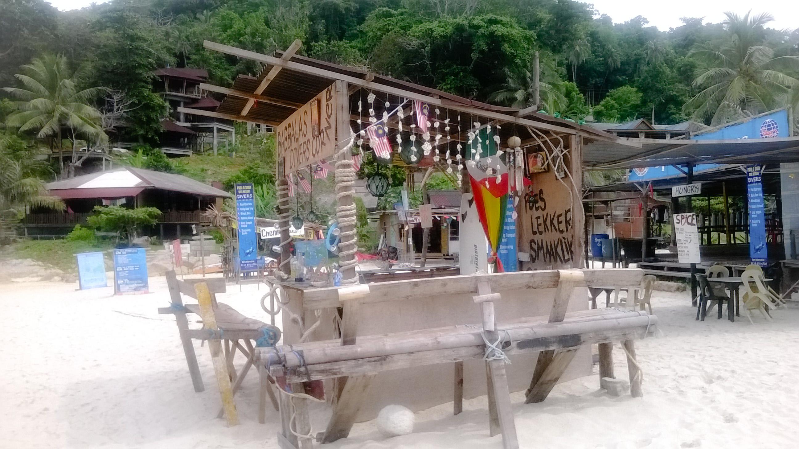 Image d'un bar à cocktails sur Pulau Kecil