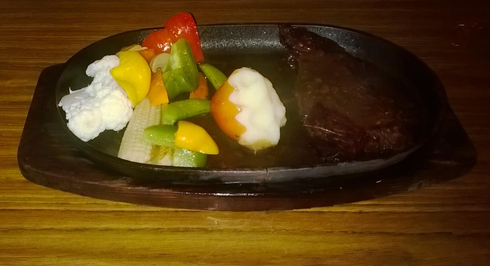 Image d'un plat au restaurant du Coral View Island resort