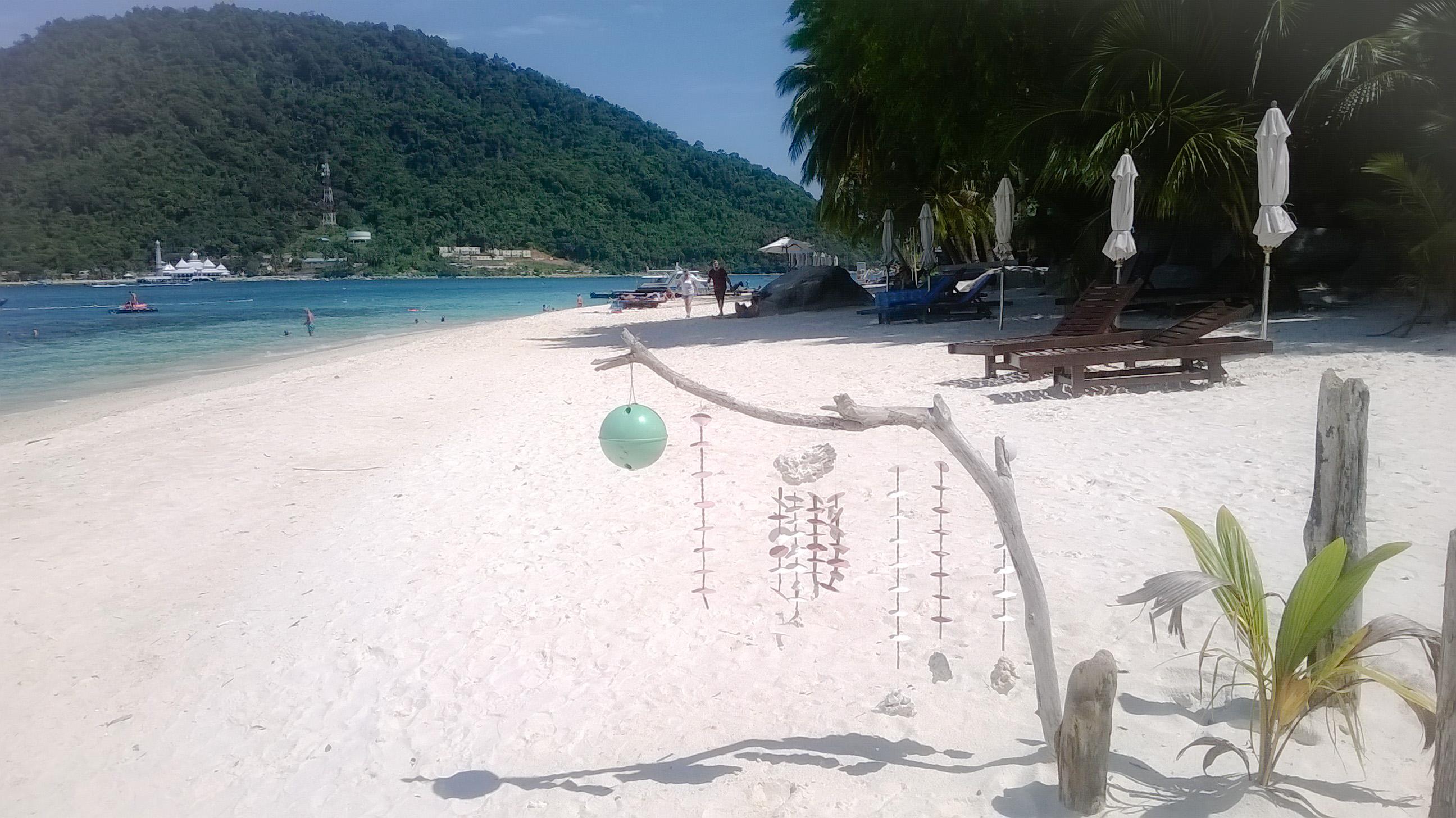image d'un décor sur la plage de pulau Besar