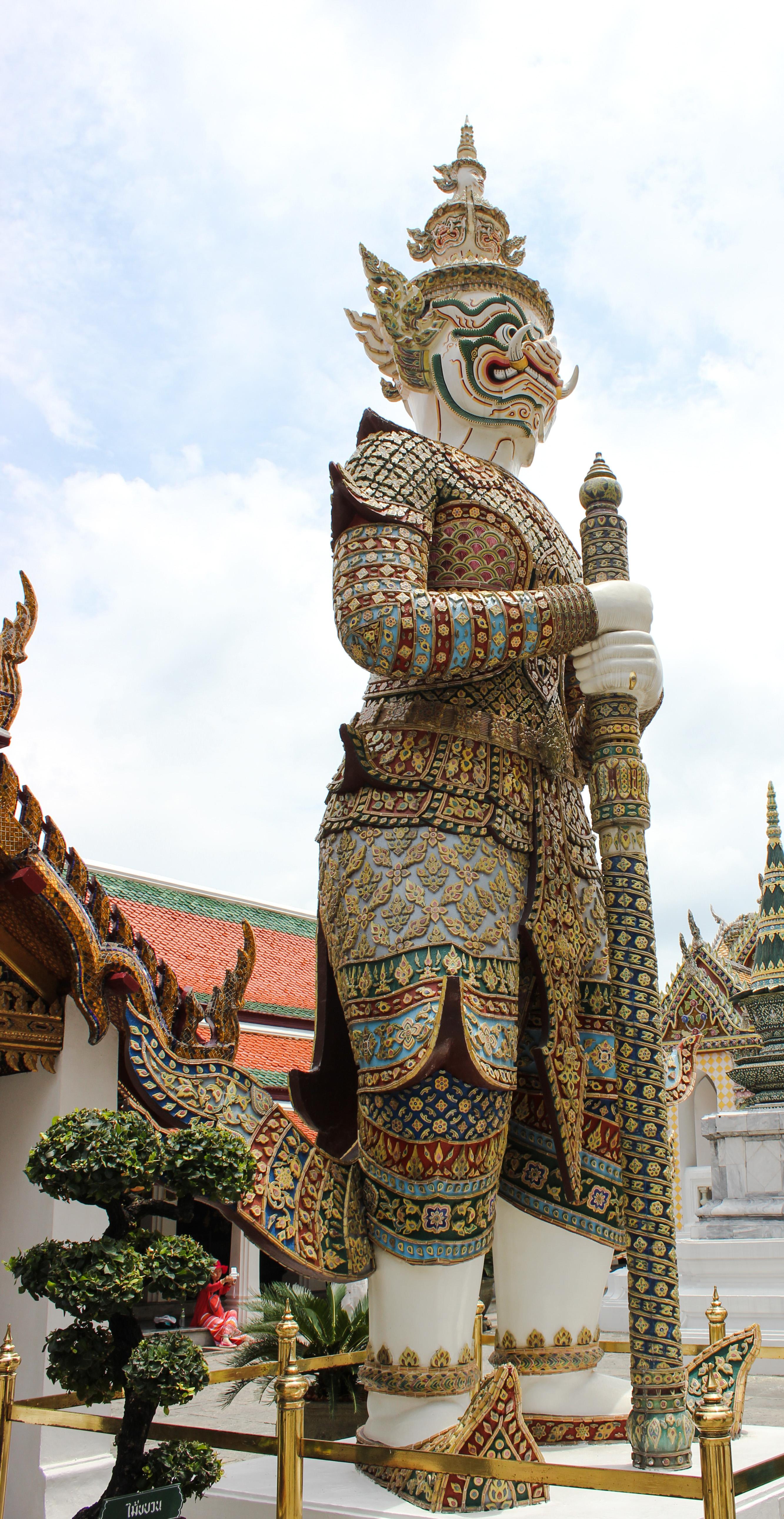 Image d'une statue au palais royal de Bangkok