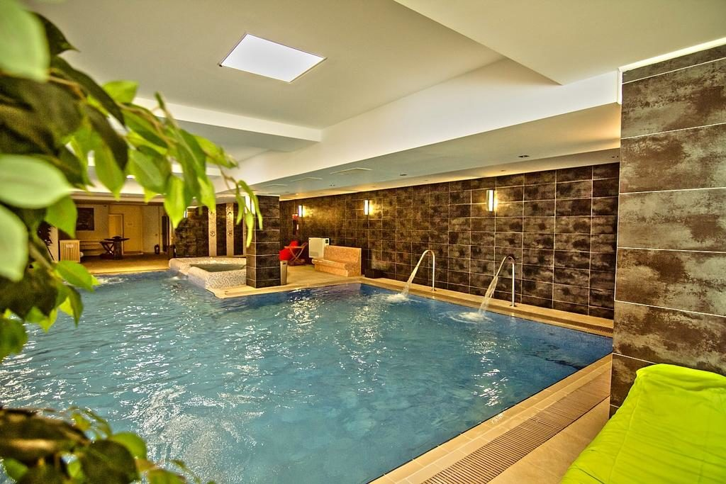 Image de la piscine de l'hötel Escalade à Poiana Brasov en Roumanie