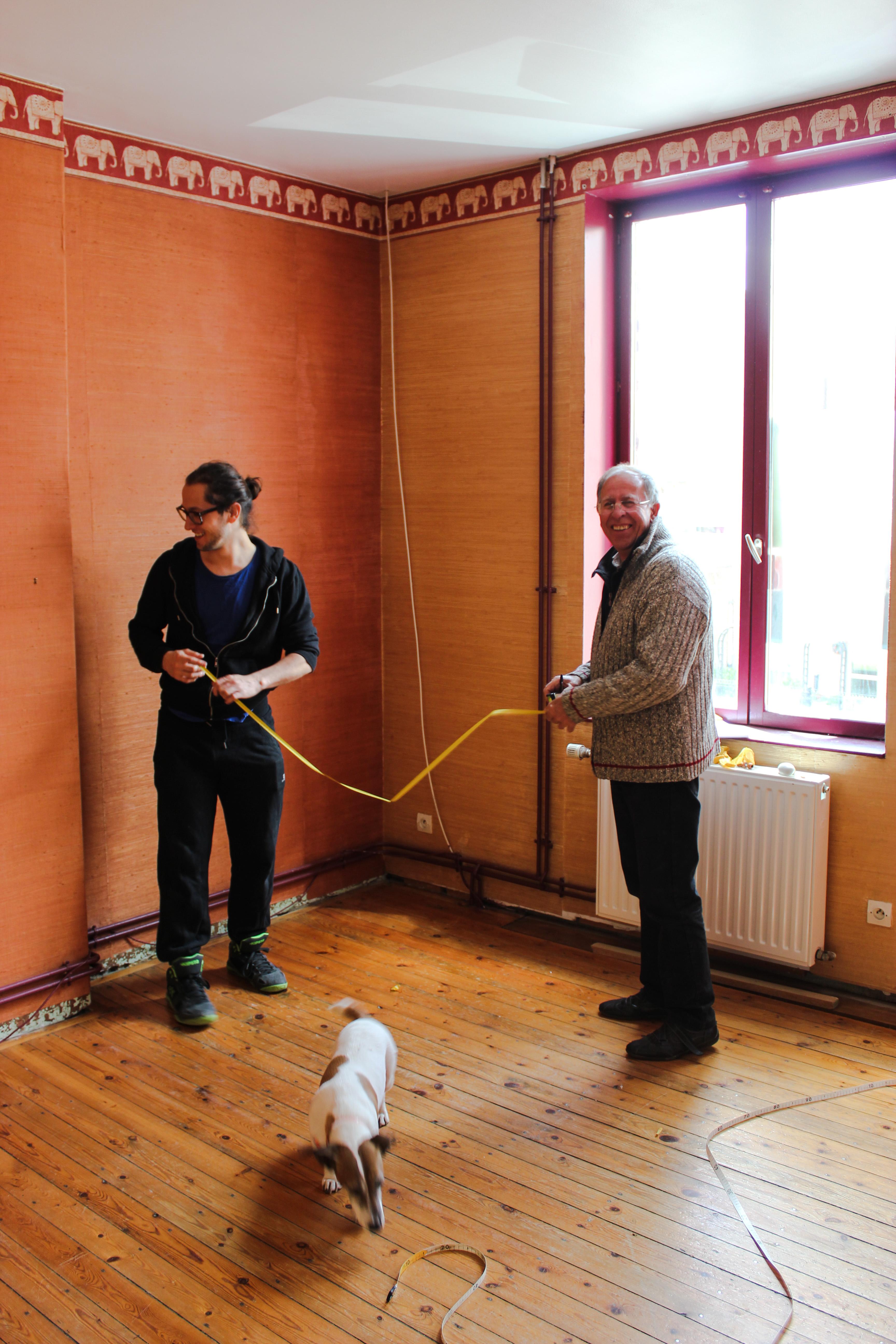 Camille et mon père en train de commencer les travaux