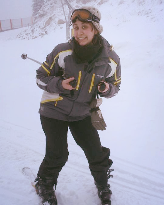 Femme faisant du ski