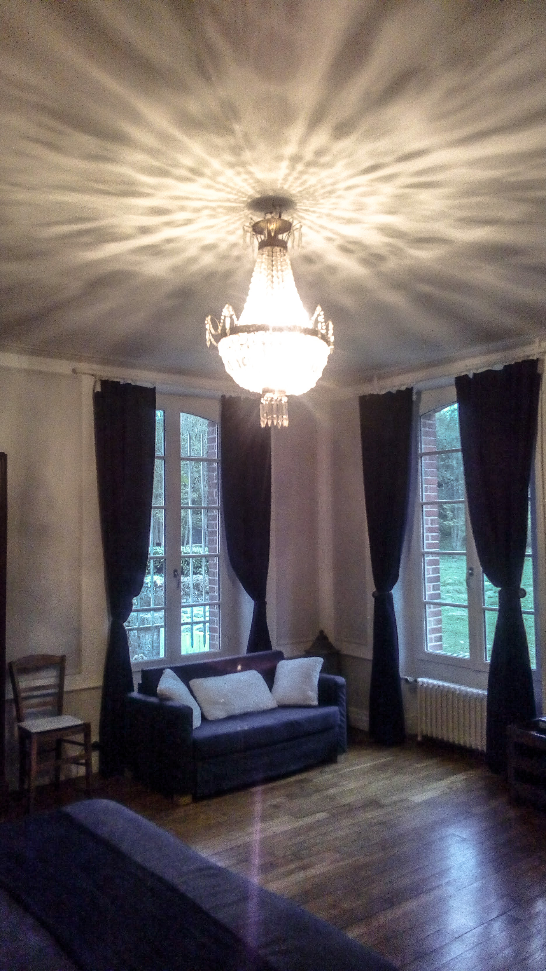 Image du salon de la suite du château de la Bourbelle