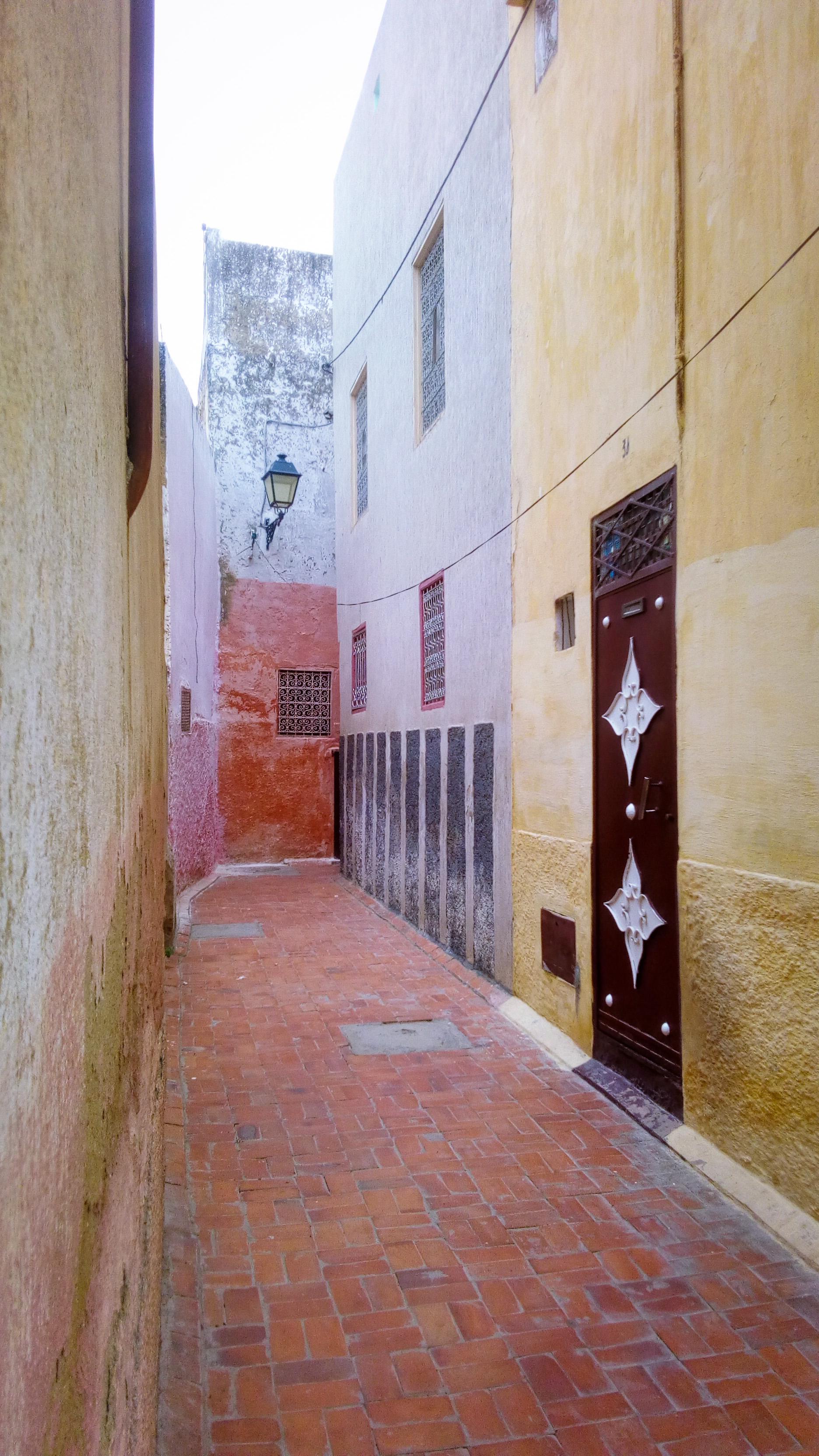 Image d'une ruelle à Meknès au Maroc